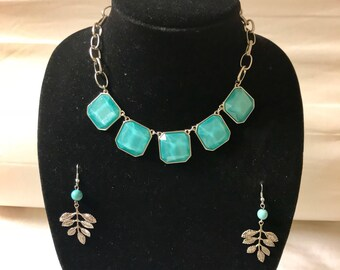 Turquoise stone silver chain necklace with earrings. Turquoise statement necklace