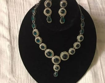 Emerald stones Necklace set with earrings. Emerald necklace