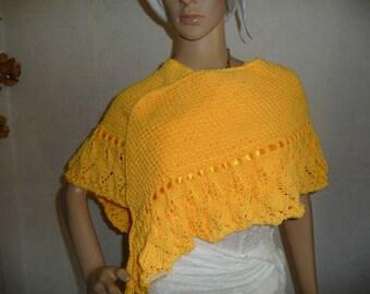 châle femme,châle tricoté main laine,jaune mangue, modèle intemporel doux. 6440c2ce9e0