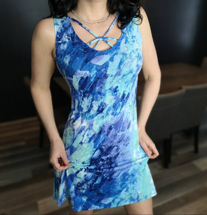 colorful print dress this is a great little sun dress to have. fitted dress Short summer dress Short dress with string detail