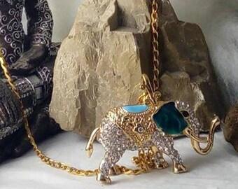 Large pendant necklace with a 3D ELEPHANT