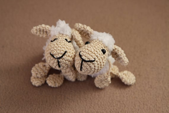 Sheep keychain – free crochet pattern - Amigurumi Today | 380x570