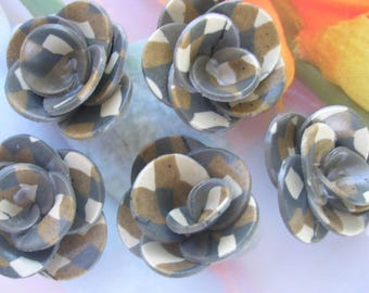 SCOTTISH POLYMER CLAY FLOWERS.