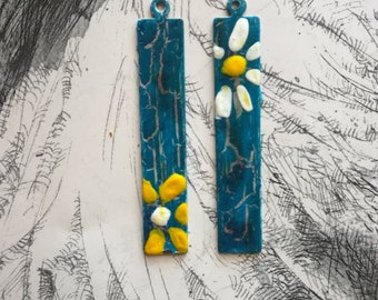 Small yellow and white flowers, copper charms , creation of earrings.