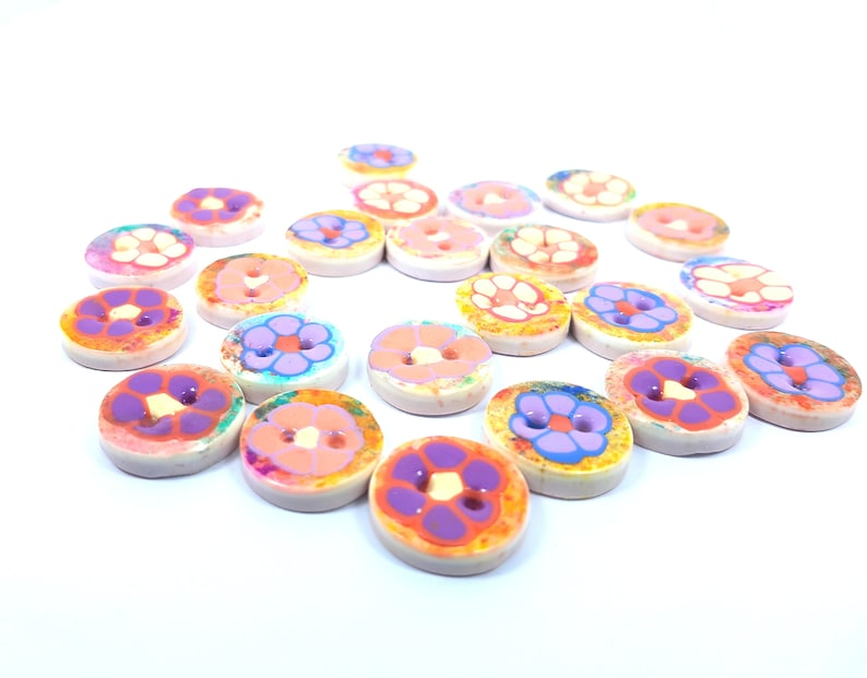 4 small decorative buttons polymer clay children/'s buttons, pastel colors 2 cm Small flower buds machine washables lots of 4