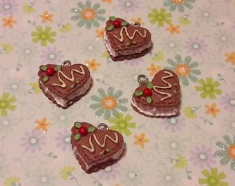 Charm heart cake - set of 10