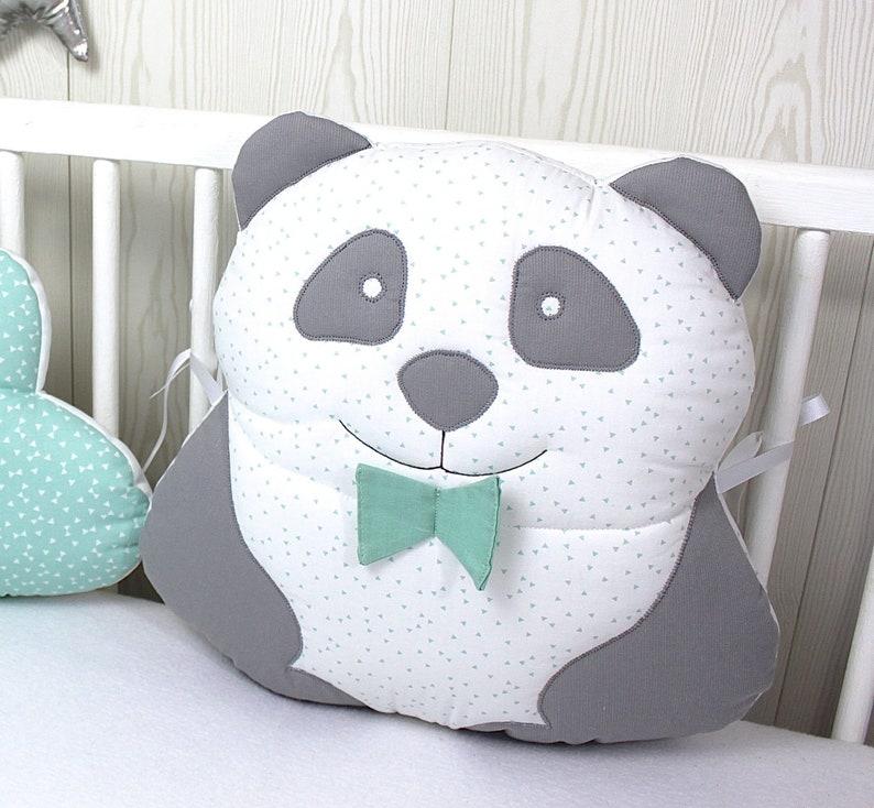 Adorable coussin panda pour tour de lit de bébé - Créatrice ESTY : PetitLionForBaby