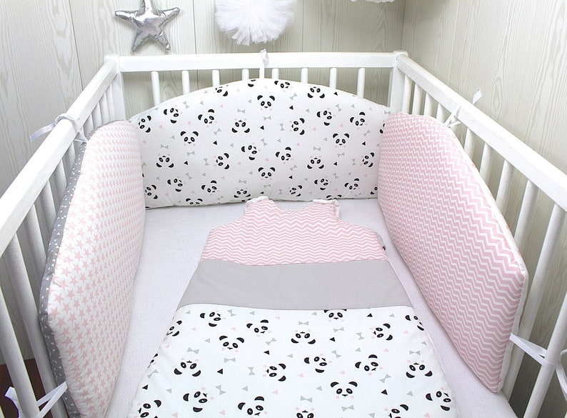 Tour de lit bébé en, 3 panneaux réversibles, couleur rose, blanc et gris,  thème panda