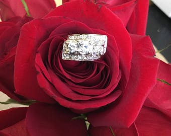 Estate Beauty! Vintage Diamond & Gold Ladies Engagement Ring 14k