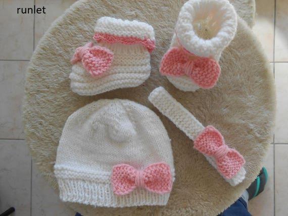 bonnet blanc naissance et chaussons blanc pour bebe fille ,chaussons  bébé cadeau naissance,ensemble bébé fille d38bb11c904