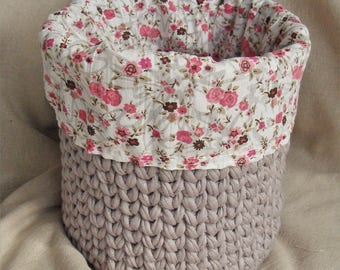 Tidy gray / beige and large floral fabric pattern