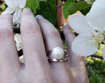 "Galatea Hand-carved Pearl Sterling Silver ""Tulip and Twig"" ring"