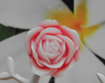 Frosted pink (red resin brooch)