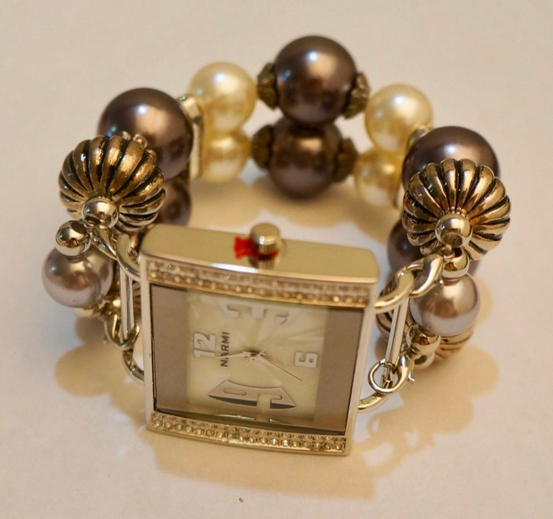 Women/'s Unique HANDMADE Dark Brown/& pearl Interchangeable Beaded Band with Classical Face