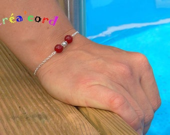 Thin chain and jade bead bracelet