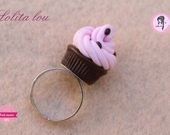 Gourmet jewelry: chocolate Strawberry cupcake ring and polymer clay chips