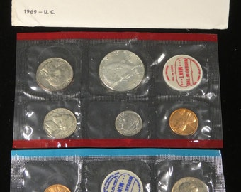1977-P /& D CHOICE UNCIRCULATED ROOSEVELT DIMES IN MINT SET CELLO.