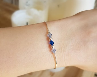 Fine silver bracelet 925/000 with its blue Swarovski Crystal beads and silver beads. Minimalist and chic jewelry.