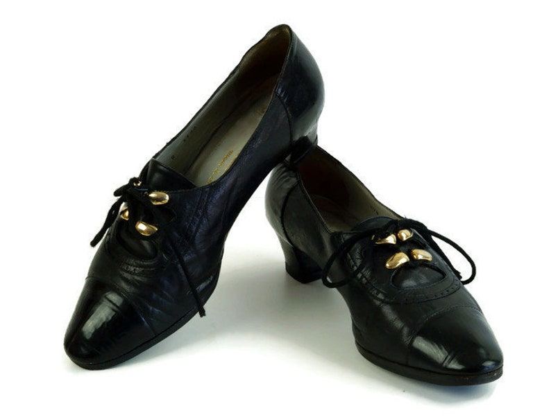 48ba174c1466d Vintage shoes Eu 38 Uk 5 US 7,5 Womens tied up shoes, Black genuine leather  womens shoes Golden decor on the lace up front Handmade in Italy