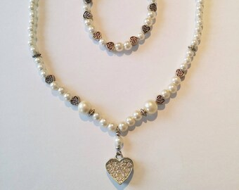 Set includes d a necklace and matching bracelet