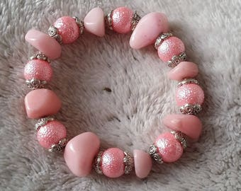 in shades of pink glass beaded bracelet