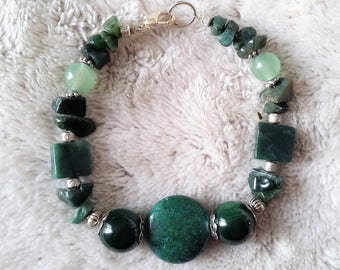 pretty green natural stone bracelet
