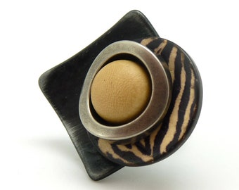 Bague ethnique zèbre bois métal résine métallisée SPECIALE K ZEBRE réglable ajustable