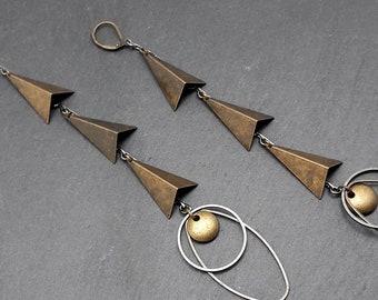 Boucles d'oreilles longues graphiques en métal bronze et canon de fusil  ATTITUDE FLUIDE option Clips