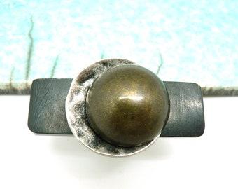 Grosse Bague longue transversale en corne noir métal argent vieilli et résine métallisée bronze graphique  ORIZA réglable ajustable