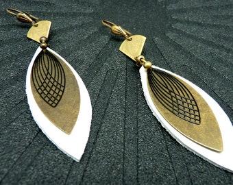 Boucles d'oreilles en cuir blanc et métal bronze et noir forme navette ZELA  option Clips