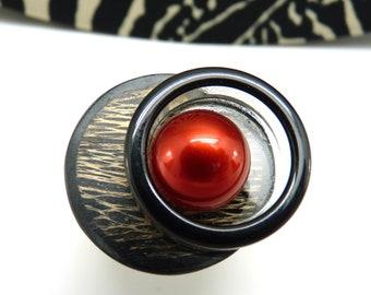 Bague rouge et noire décalée en résine chic ethnique INSOUMISE réglable ajustable dernière pièce