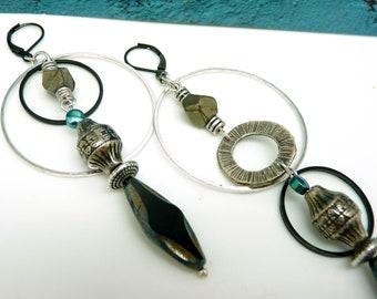 Boucles d'oreilles créoles asymétriques longues argent pierre pyrite kaki et hématite canard verre noir  GLOBALE  option Clips
