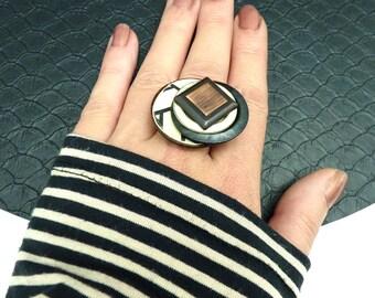 Bague graphique en métal bois papier, noir écru et cuivre PARADOX S réglable ajustable