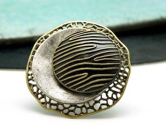 Grosse Bague zèbre et dentelle décalée métal argent et bronze chic ethnique ZEBRALDA réglable ajustable