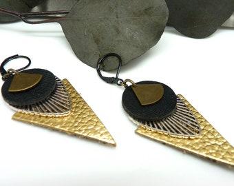 Boucles d'oreilles graphiques triangle en cuir noir et or métal argent bronze TRIJUST option Clips