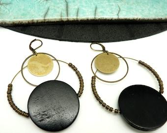 Boucles d'oreilles créoles en bois et métal bronze et noir ethnique minimale graphique  GALAX option Clips