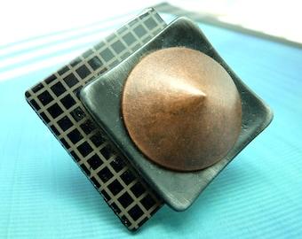 Grosse Bague graphique carrée décalée métal noir, cuivre et résine, futuriste NEO réglable ajustable