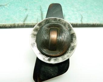 Grosse Bague longue en corne noir métal argent et cuivre ethnique minimal ONEWAY réglable ajustable dernière pièce