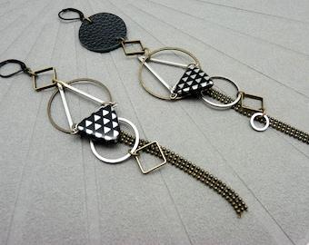 Boucles d'oreilles longues asymétriques graphiques argent bronze et noir en métal, cuir et verre TEKNIKA option clips