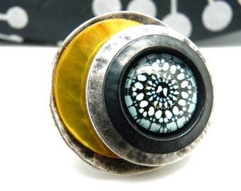 Bague argent et noir en métal ronde et décalée et nacre jaune motif rosace  SPIDER réglable ajustable