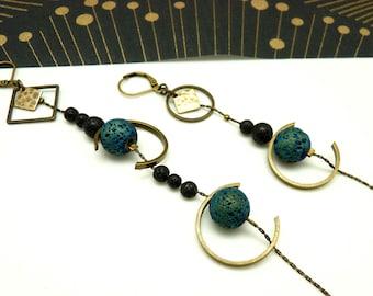 Boucles d'oreilles asymétriques pierre de lave bleu et noir métal bronze demi-lune REVEUSES option clips Best seller