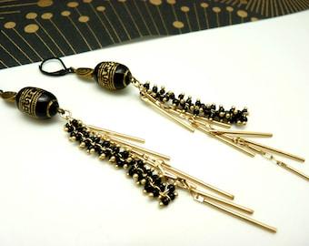 Boucles d'oreilles longues noir et or mat métal  chaîne perlée et résine chic SAPHO option clips