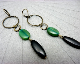 Boucles d'oreilles longues corne noir et  teintée vert, métal bronze chic ethnique minimale DARLENE option clips