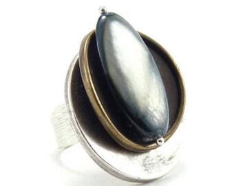Grosse bague métal plaqué argent et bronze nacre teintée vert d'eau  chic   ECAILLE réglable ajustable