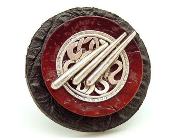 Très grosse bague cuir noir et bois rouge, métal argent, tribale ethnique SOLEIL LEVANT Dernière pièce réglable ajustable Best seller