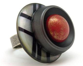 Grosse Bague rouge en verre et nacre noir et blanc, graphique BELLARED réglable ajustable