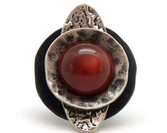 Bague ronde et longue noir argent et rouge en métal et résine  SOUCOUPE réglable ajustable