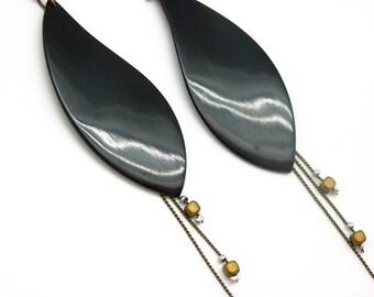 Longues Boucles d'oreilles ethnique  en corne et pierre semi-précieuse hématite DIVINE option clips