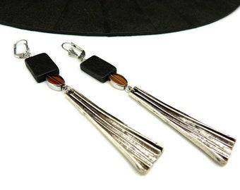 Boucles d'oreilles longues en bois noir verre jaune et métal argent ethnique art déco FIERTA option Clips