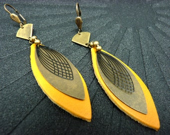Boucles d'oreilles en cuir jaune et métal bronze et noir, forme navette ZELA option Clips